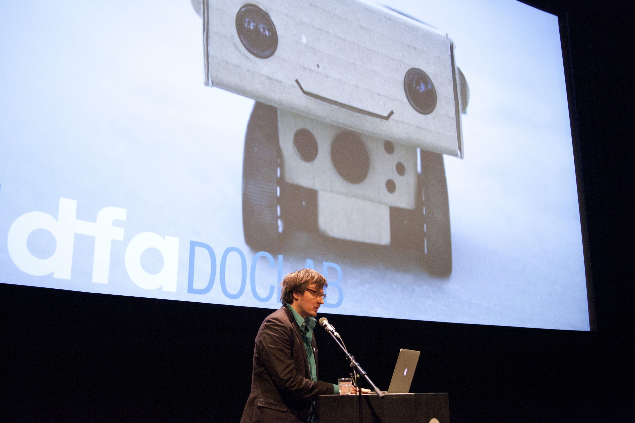 Caspar Sonnen, IDFA Doclab: Robots, Virtual non-fiction and Emotional Balloons (2015)